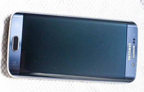 Galaxy-S6--amp-edge-scratched-by-Samsungs-Clear-View-case (1)