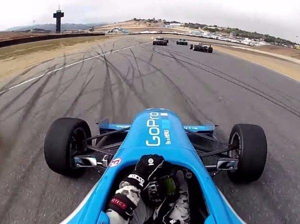 تصویر وودمن در حال مسابقه با ماشین F1300 خود برای نمایش قابلیت های یکی از دوربین های GoPro.