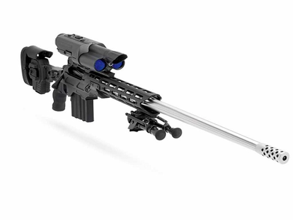 TrackingPoint یک شرکت آمریکایی است که تفنگ هایی با فناوری هدف گیری دقیق می سازد. این فناوری قادر است که مسافت میان تفنگ با هدف را اندازه گرفته و بر اساس آن سلاح را بهینه سازی کند. در این تصویر تفنگ 50 هزار دلاری Bolt-Action .338 TP را می بینید.