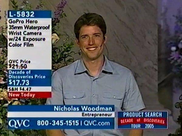 وودمن نخستین دوربین های GoPro خود را در فروشگاه های لوازم موج سواری و کانال QVC به فروش رساند و در نخستین روزهای راه اندازی شرکت تازه اش چندین مرتبه در این کانال تلوزیونی ظاهر شد. در این تصویر وودمن را در یکی از برنامه های این شبکه خرید خانگی در سال 2005 و درست سه سال بعد از ساخت نخستین مدل از این دوربین ها مشاهده می کنید. وودمن می گوید: شروع حقیرانه ای برای GoPro بود اما معتقدم که این بهترین آغاز بود.