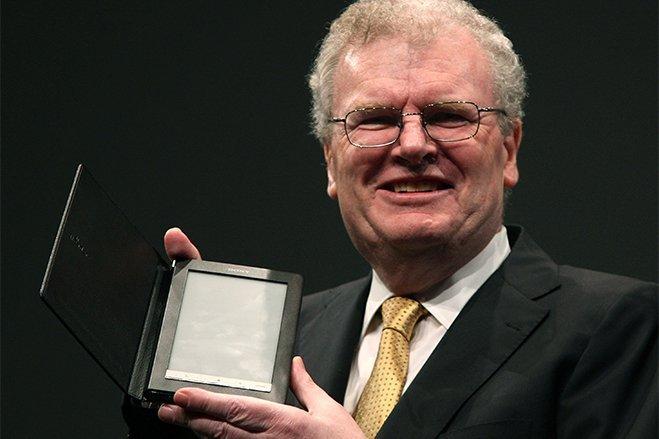 سال ۲۰۰۵ - آقایHoward Stringer به ریاست کمپانی سونی رسید؛ آقایStringer را می توان اولین و تنها مدیرعامل غیرژاپنی شرکت مورد بحثبود.
