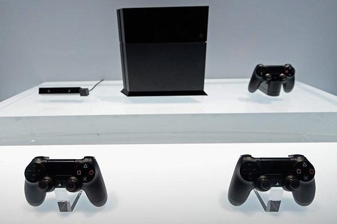 سال ۲۰۱۳ - سونی، پلی استیشن ۴ را معرفی کرد. محصولی که گفته می شود تا ماه مارس سال میلادی جاری، بیش از ۲۰ میلیون دستگاه از آن به فروش رفته اند.