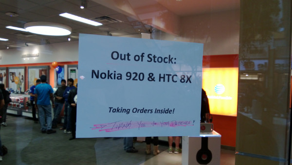 Lumia-920-and-Windows-Phone-8X-Out-of-Stock-at-Microsoft-Stores-2-w600