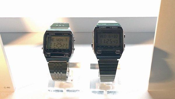 مدلT-1500 که در سال ۱۹۸۲ عرضه شد به دیکشنری ژاپنی-انگلیسی مجهز بود که کلمات تا سطح دبیرستان را در حافظه خود داشت، هرچند استفاده از آن بخاطر وجود تنها ۲ کمه بسیار سخت بود و وارد کردن هر کلمه به دستگاه بسته به تعداد حروف آن می توانست چندین دقیقه زمان ببرد.