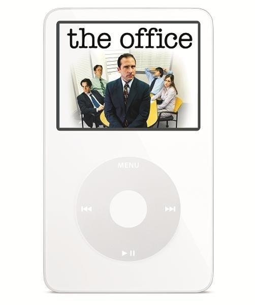 در سال ۲۰۰۵ آیپاد به قابلیت پخش ویدیو مجهز شد. کاربران برای اولین بار می توانستند سریال ها و فیلم های مورد علاقه خود را در نمایشگر کوچک آیپاد مشاهده کنند.
