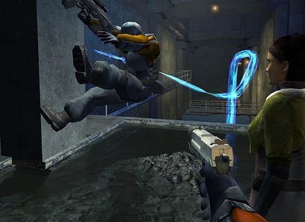 زمانی که سورس کد هاف لایف 2 لو رفت، هنوز تنها چند اسکرین شات رسمی از بازی منتشر شده بود.