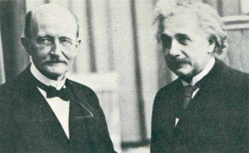 آلبرت انیشتین (سمت راست) و مکس پلنک (سمت چپ)