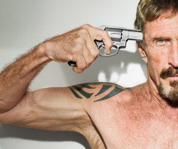 مک آفی در بلیز یک همسایه آمریکایی داشت به نامگرگوری فال، که پس از مدتی، به ضرب گلوله به قتل رسید. این اتفاق در سال ۲۰۱۲ روی داد و دولت بلیز نیز، به مک آفی به عنوان قاتل می نگریست. وی پس از متهم شدن به قتل همسایه، تصمیم گرفت از بلیز فرار کند.