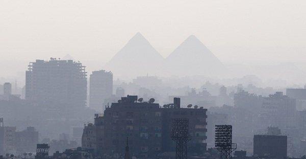 نمایی از اهرام مصر از شهر قاهره