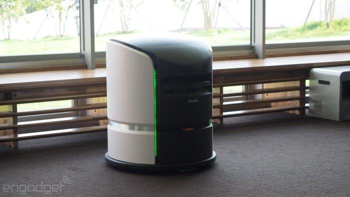 وقتی که در اتاقتان هستید می توانید با تبلت خود غذا یا حوله تمیز سفارش دهید. در مرحله بعدی این ربات سفارش ها را دم در اتاق تحویلتان خواهد داد. البته این دستگاه هنوز در مرحله آزمایشی قرار دارد و نهایی نشده است.