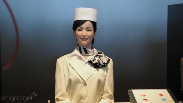 این خانم Actroid نام دارد و در بخش رسپشن هتل فعالیت می کند. Actroid عادی ترین رباتی است که در این هتل می توانید پیدا کنید، به هرحال هرچه که باشد او ظاهری مانند آدمیزاد دارد. Actroid مسافرین را برای پذیرش در هتل راهنمایی می کند.