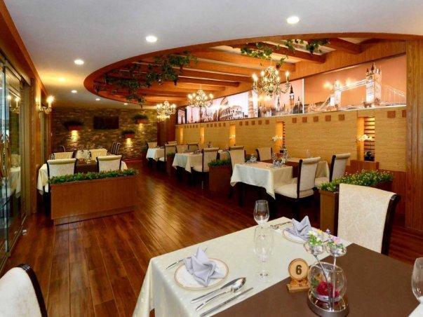 نمایی از یکی از رستوران های لوکس فرودگاه