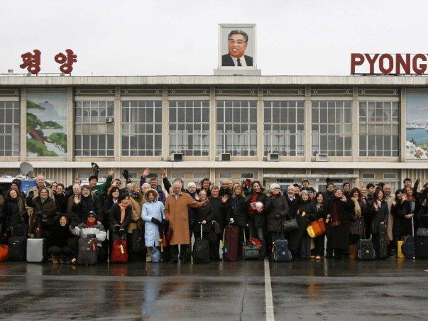 این بنا قرار است جایگزین فرودگاه قبلی شود که تاریخ تاسیسش به دوران جنگ سرد باز می گردد.