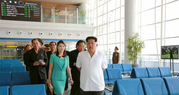 kim-jong-un-returned-to-the-terminal-with-his-wife-and-a-cadre-of-supporters-after-the-building-was-completed (1)