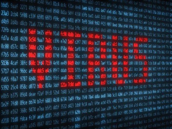 چندی نگذشت که موفقیتMcAfee، ابعاد تازه و بسیار گسترده تری نیز به خود گرفت. موفقیتی که به واسطه حمله ویروسی به نام«مایکل آنجلو»، به کامپیوترهای شخصی در سال ۱۹۹۲ حاصل شد. جان مک آفی باور دارد این ویروس را می توان همچنان در لیست بدترین هایی که به کامپیوترهای شخصی حمله کرده اند، قرار داد. مک آفی باور داشت کهMichelangelo قادر استتا ۵ میلیون کامپیوتر شخصی را آلوده کند. تا آن زمان اما، نرم افزارهای آنتی ویروس محصولاتی نبودند که کاربران رایانه های خانگی، بخواهند آنها را خریداری کنند اما ویروس «مایکل آنجلو» این تصور را در میان افراد تغییر داد و یا به عبارت دیگر، جان مک آفی را ثروتمند کرد.