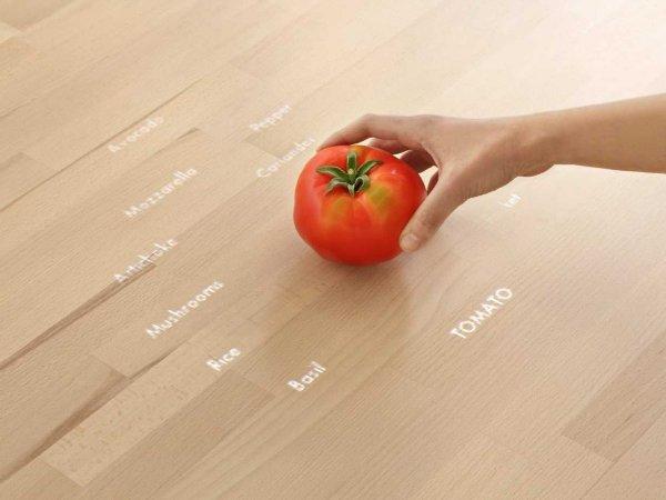 مطمئن نیستید که با یک گوجه فرنگی که تا چند روز دیگر خراب می شود باید چه کار کنید؟ آن را بر روی میز قرار دهید و دستورالعمل هایی را برای استفاده از آن دریافت کنید. IKEA امیدوار است با این روش از هدر رفتن مواد غذایی جلوگیری به عمل آورد.