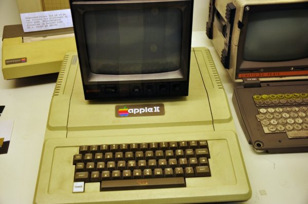 1977-also-saw-the-introduction-of-the-apple-ii-the-personal-computer-designed-by-wozniak-that-would-go-on-to-take-the-world-by-storm