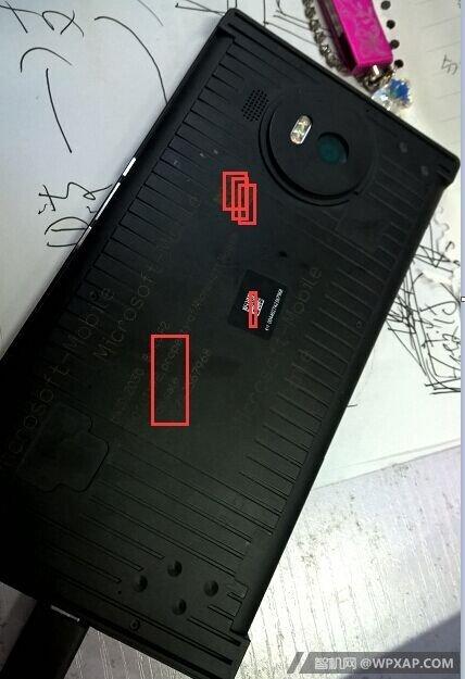 An-alleged-Microsoft-Lumia-950-XL-prototype (2)