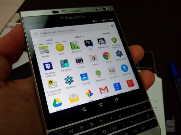 BlackBerry-Passport-Silver-running-Google-Android-anyone (1)-w600