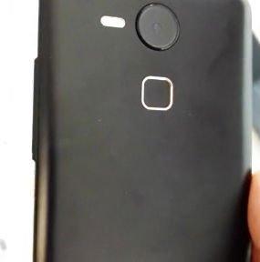 Earlier-leaked-alleged-Nexus-5-images (1)-w600