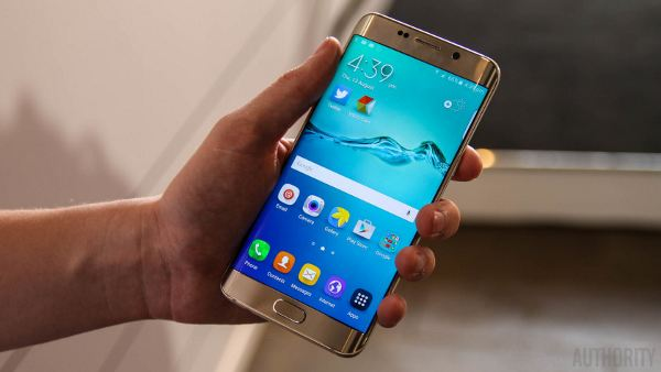 Galaxy-S6-Edge-Gold-Hands-On-AA-7-of-20-840x473