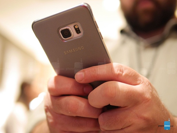 Samsung-Keyboard-Cover-for-the-Galaxy-S6-edge-hands-on (12)
