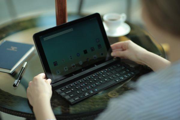 The-LG-Rolly-wireless-keyboard (2)