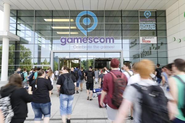 gamescom_2015_entrance-600x400