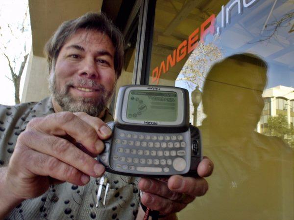 او پروژه های شخصی متعددی را از زمان تاسیس اپل کلید زد که از آن جمله می توان به CL 9 اشاره کرد که در واقع نخستین ریموت کنترل با پوشش جهانی بود. وی همچنین شرکتی به نام Wheels of Zeus را راه اندازی کرد که نوعی تکنولوژی جی پی اس وایرلس را ساخت و چندین سال را هم صرف تدریس در مدارس ابتدائیکرد. در سال 2002 میلادی وزنیاک به هیئت مدیره شرکت Danger ملحق شد که دستگاه های PDA تولید می کرد.
