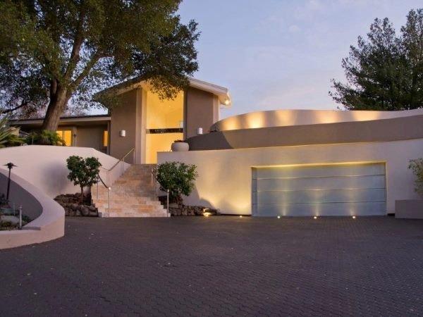 وزنیاک در سال 1986 میلادی، در طراحی منزل خانوادگی اش مشارکت کرد: یک خانه شش خوابه که در زمینی به مساحت700 متر احداث گردید. این بنا که در منطقه لس گاتوس کالیفرنیا ساخته شد اخیرا به قیمت 3.9 میلیون دلار به فروش رفت.