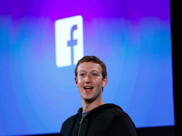 در سال ۲۰۰۶، یاهو تلاش می کرد تا فیسبوک را با رقمی معادل یک میلیارد دلار تصاحب کند. در آن زمان، شبکه اجتماعی یاد شده صرفا در حال رشد اولیه بود و گفته می شود مارک زاکربرگ نیز تقریبا این قرارداد را قبول کرده بود.