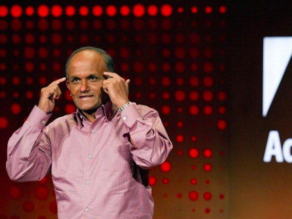 در سال ۲۰۱۰ نیویورک تایمز گزارش داد که مدیرعامل Adobe به نام Shantanu Narayen، با استیو بالمر، مدیر وقت مایکروسافت ملاقات کرده تا در خصوص همکاری و یا خرید کلی Adobe توسط شرکت ساکن ردموند گفتگو کنند.