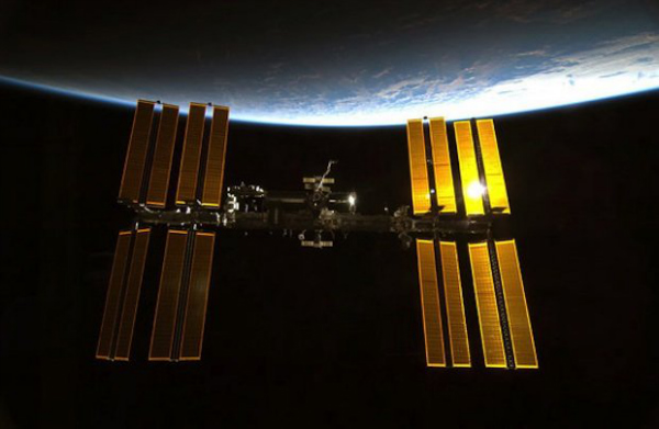 space-station-view-100213-02-w600