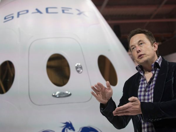 tesla-and-spacex-both-hit-cash-shortages-just-as-the-economy-was-tanking-in-2008-i-could-either-pick-spacex-or-tesla-or-split-the-money-i-had-left-between-them-musk-told-bloombergs-ashlee-vance-spacex-applied-for-a-contract-