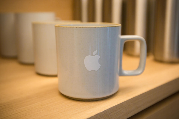 1-infinite-loop-apple-store-4091-w600
