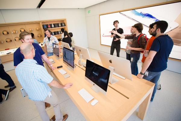 1-infinite-loop-apple-store-4115-w600