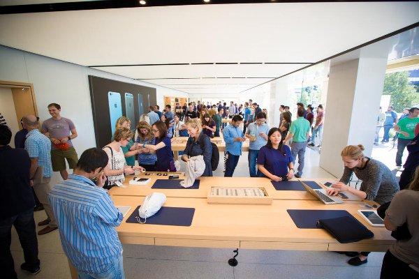 1-infinite-loop-apple-store-4139-w600
