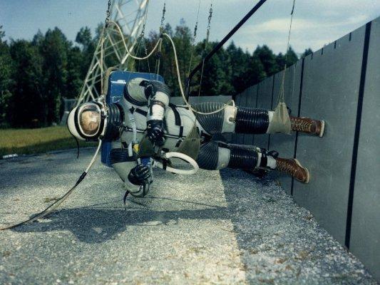 2.1965-reduced-gravity-walking-simulator-2-1