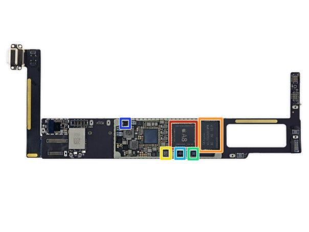 -قرمز: چیپستA8 اپل به همراه ۲ گیگابایت حافظه رمLPDDR3 -نارنجی: حافظه فلشNAND شانزده گیگابایتی -زرد: کنترلرNFC مدل65V10، محصولNXP Semiconductors -سبز: چیپ کمک پردازشی M8 -آبی کم رنگ: کدک صوتی338S1213 تولید شده توسط اپل -آبی پر رنگ: چیپ کنترلرنمایشگر