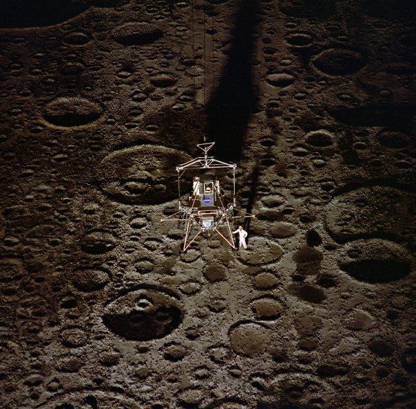 4.1969-l-04872-moon-land-1400-1