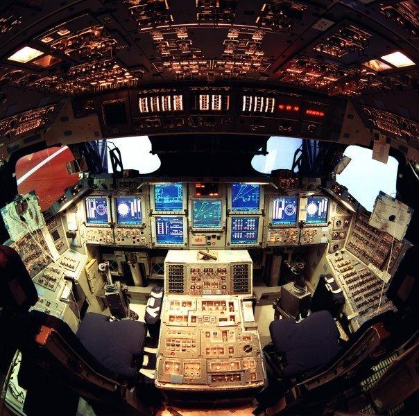 9.jsc-shuttle-mission-sim-1400-1