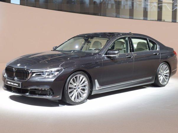 BMW از سواری جدید سری 7 خود پرده برداشت.