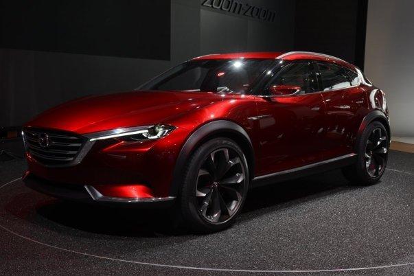 محصولات معرفی شده از سوی شرکت های دیگر غالبا برای تولید انبوه آماده هستند. برای نمونه خودروی Mazda Koeru از لحاظ تکنیکی یک مدل مفهومی محسوب می شود اما بسیاری از ناظران صنعت بر این باورند که این ماشین همان نسل آتی خوردوی شاسی بلند CX-9 است.