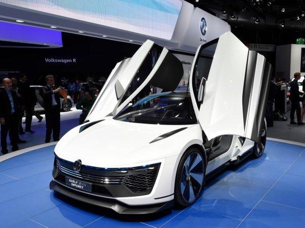 این شرکت همچنین از یک مدل مفهومی اسپورت به نام Golf GTE پرده برداشت.