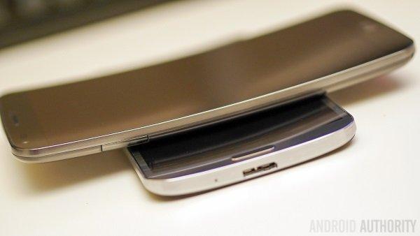 LG-G-Flex-vs-Samsung-Galaxy-Round-Quick-Look-Hands-on-AA-3-of-11