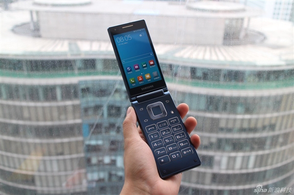 Samsung-SM-G9198-Android-clamshell (1)