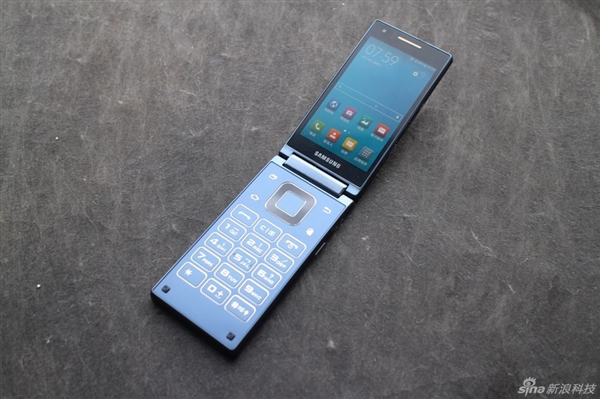 Samsung-SM-G9198-Android-clamshell (2)