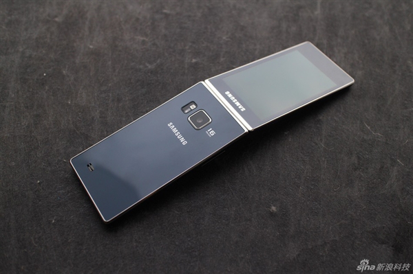 Samsung-SM-G9198-Android-clamshell (7)