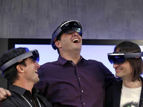 microsoft-executives-testing-the-hololens