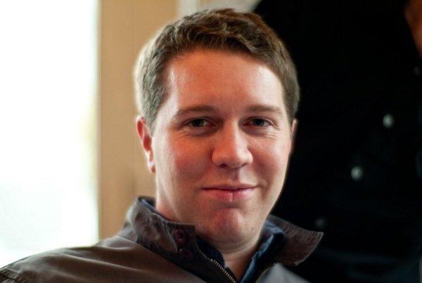 مارس 2009: UberCab کهنوعی سرویس کرایه تاکسی به شمار می رفت تاسیس گردید. کالانیک برای اجرایی کردن این ایده از افرادی نظیر گرت کمپ، اسکار سالازار و کانراد ویلان به عنوان مشاور بهره گرفت و خودش می گوید که در آن زمان سمت «مدیر ارشد» را در اختیار داشت.